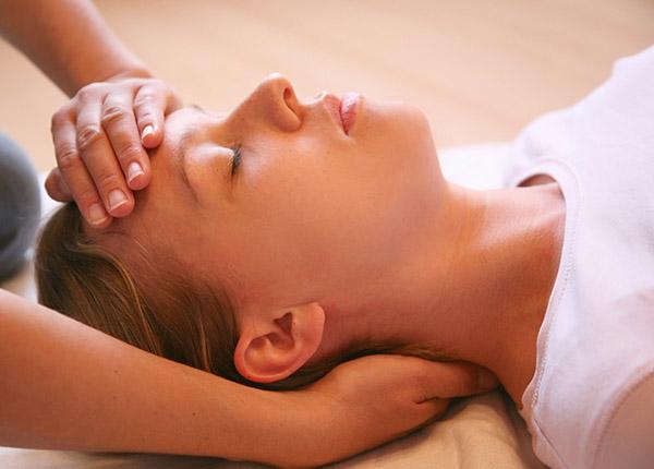 Masaje cráneo facial antiestrés